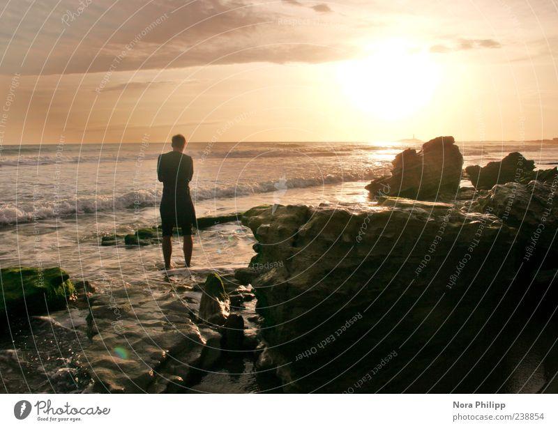 Warten auf Ebbe Mensch Natur Jugendliche Wasser Ferien & Urlaub & Reisen Sonne Sommer Meer Strand ruhig Erwachsene Ferne Umwelt Küste Freiheit Wellen
