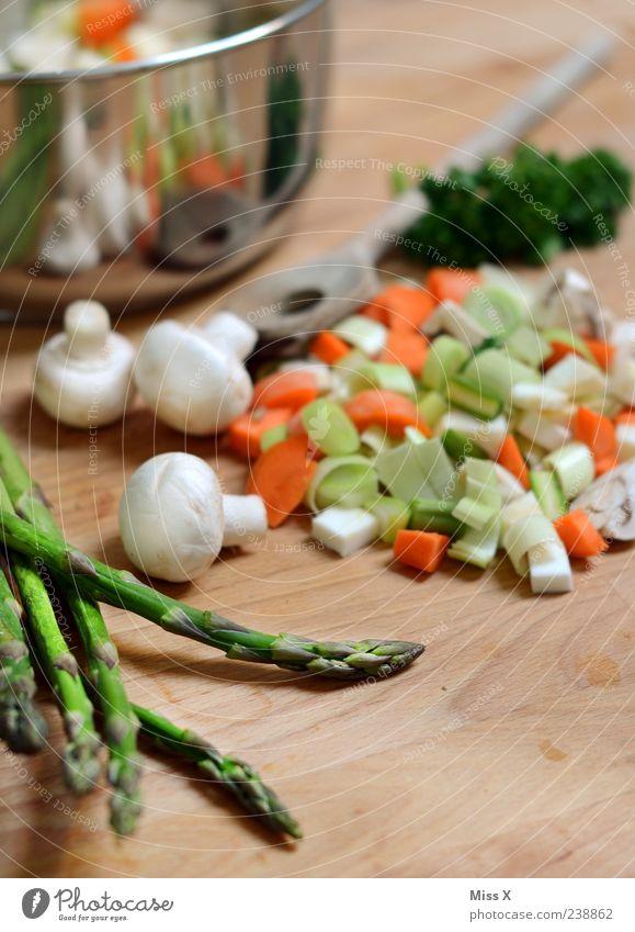 grünes Lebensmittel Ernährung Kochen & Garen & Backen Gemüse lecker Bioprodukte Diät Topf geschnitten Möhre Vegetarische Ernährung Suppe Spargel Foodfotografie