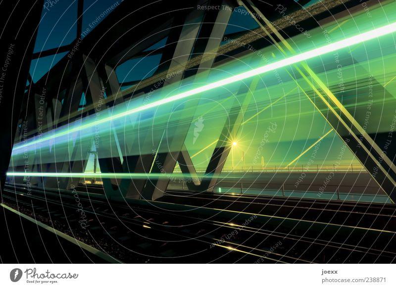 Durchzug blau Ferien & Urlaub & Reisen gelb grau Geschwindigkeit Brücke Zukunft fahren Ziel Verkehrswege Fernweh Eisenbahn Verkehr Bahnfahren Lichtstreifen Schienenverkehr