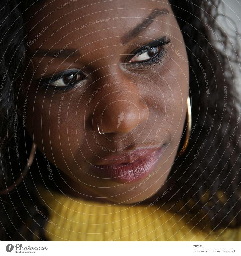 . Frau Mensch schön Einsamkeit ruhig Erwachsene Traurigkeit feminin Denken nachdenklich beobachten Neugier Sehnsucht Fernweh Gelassenheit Konzentration