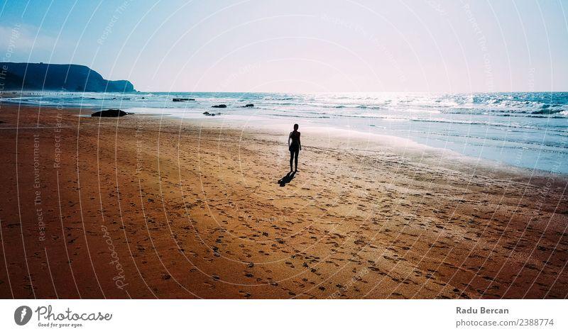Luftaufnahme der sportlichen Frau, die am Strand läuft. Gesundheit Fitness Sommer Sonne Meer Sport Sport-Training Leichtathletik Joggen Mensch feminin