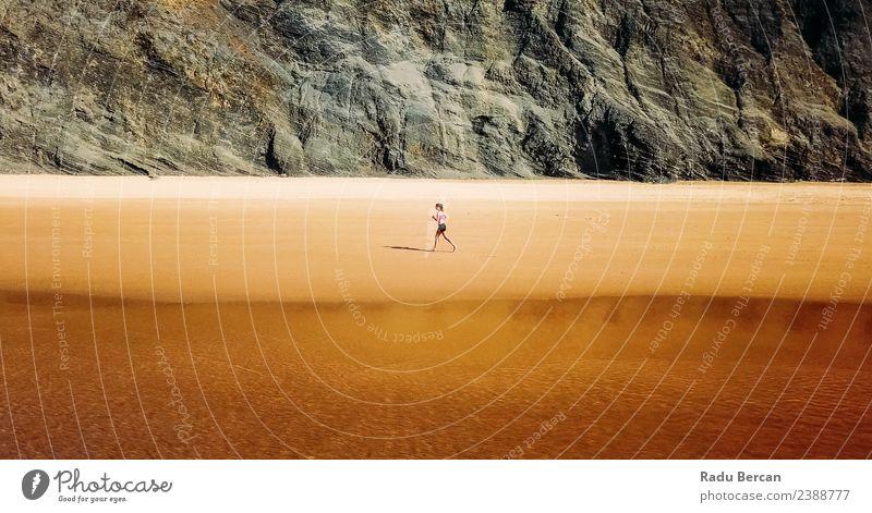 Frau Mensch Natur Jugendliche Junge Frau Sommer Landschaft Meer Strand Berge u. Gebirge 18-30 Jahre Erwachsene Lifestyle Umwelt Küste Sport