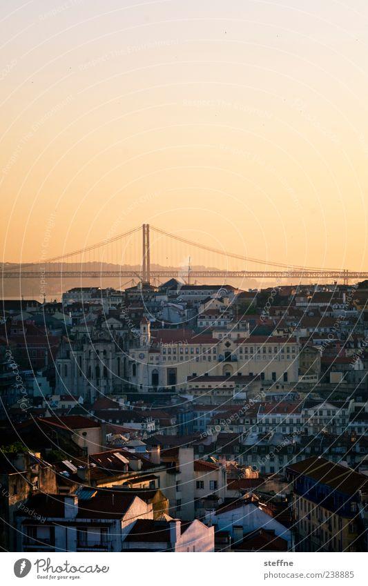 Sonnenuntergänge habens schwer, leider Portugal Lissabon Hauptstadt Altstadt Skyline Haus Kirche Sehenswürdigkeit Wahrzeichen Brücke Romantik Kitsch Farbfoto