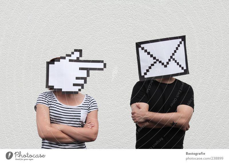 online date 2 Mensch stehen E-Mail Computermaus Mauszeiger Pfeil Klacken Internet Website Paar Richtung Kopf Information Bildpunkt Brief Post wählen Kontakt