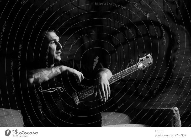 Gitarrenmann Mensch Mann Erwachsene Kopf 1 30-45 Jahre Rockabilly Musik Sänger träumen Schwarzweißfoto
