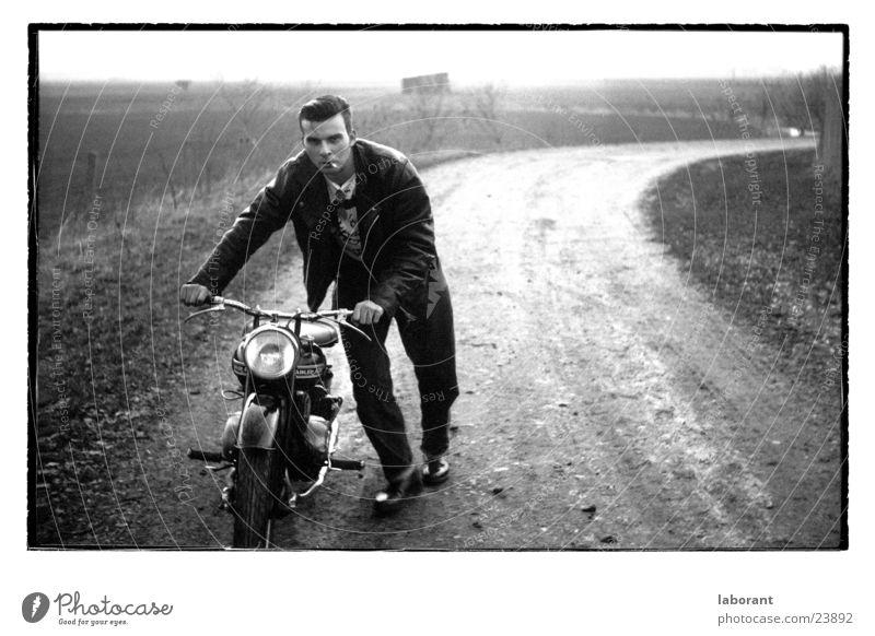 mopedman Mann Landschaft Motorrad Kleinmotorrad Fünfziger Jahre Lederjacke