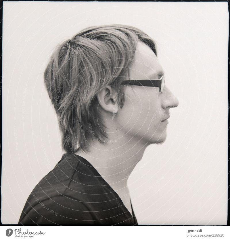 Rechts Mensch maskulin Kopf 18-30 Jahre Jugendliche Erwachsene T-Shirt Brille warten Schwarzweißfoto Experiment Freisteller Hintergrund neutral Porträt