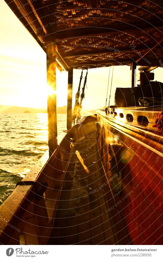 sundown Ferien & Urlaub & Reisen Sonne Sommer Meer Ferne gelb Freiheit träumen Wellen gold Romantik Schifffahrt Sommerurlaub Abenddämmerung Fernweh Segel