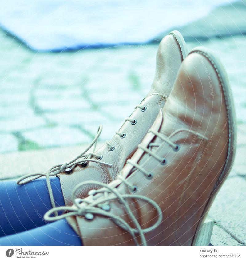 Schuhe blau Mode Fuß braun Stoff Stiefel Strümpfe Leder schick bequem Mensch Schuhbänder Schuhsohle Lederschuhe Frauenschuh