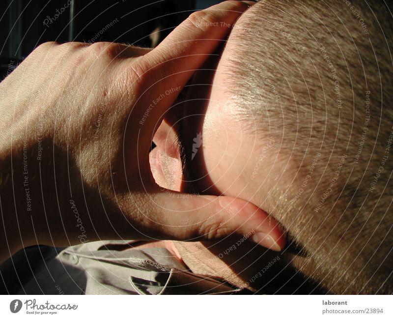 schläfer Mann schlafen Glatze Hand Erholung Sonne