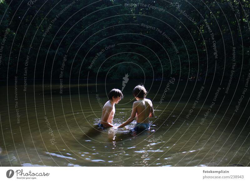 Waldseeoase Mensch Kind Natur Jugendliche Wasser Sommer ruhig Erholung Junge Freiheit Glück See Freundschaft Stimmung Schwimmen & Baden Zusammensein