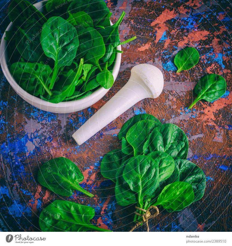 frische grüne Spinatblätter Gemüse Salat Salatbeilage Kräuter & Gewürze Ernährung Vegetarische Ernährung Diät Teller Schalen & Schüsseln Tisch Natur Pflanze