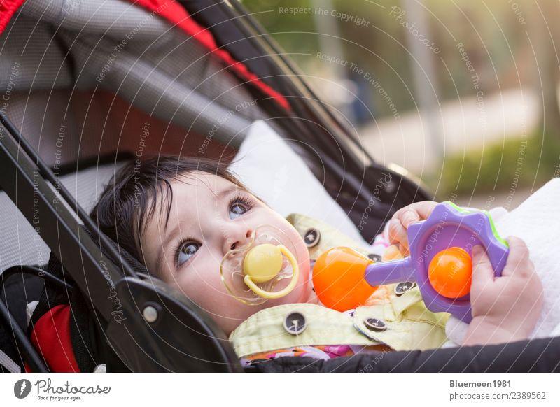 Kind Mensch Natur Jugendliche Farbe schön weiß rot Erholung Einsamkeit Essen Wärme Lifestyle Leben Gesundheit Frühling