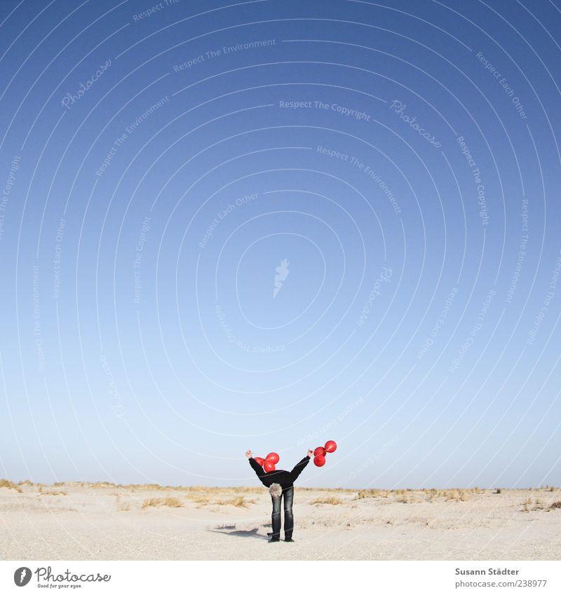 Spiekeroog | Luftballons für Paddy rot Strand Einsamkeit Erwachsene Ferne Spielen Freiheit Freizeit & Hobby maskulin 45-60 Jahre Düne entdecken Leichtigkeit