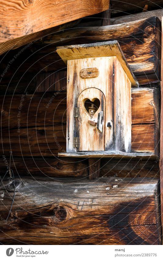 Besetzt Dekoration & Verzierung Kitsch Krimskrams Hütte Dachgebälk Herz Holz einzigartig lustig braun Kreativität besetzen Figur Holzmännchen Herzfenster