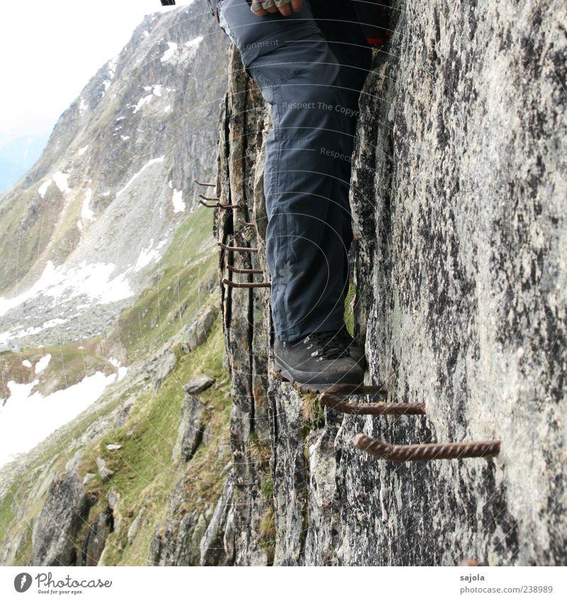 auf herausfordernden wegen Mensch Natur Mann Landschaft Umwelt Berge u. Gebirge Erwachsene Wege & Pfade Beine gehen Fuß Felsen Tourismus hoch Alpen Klettern