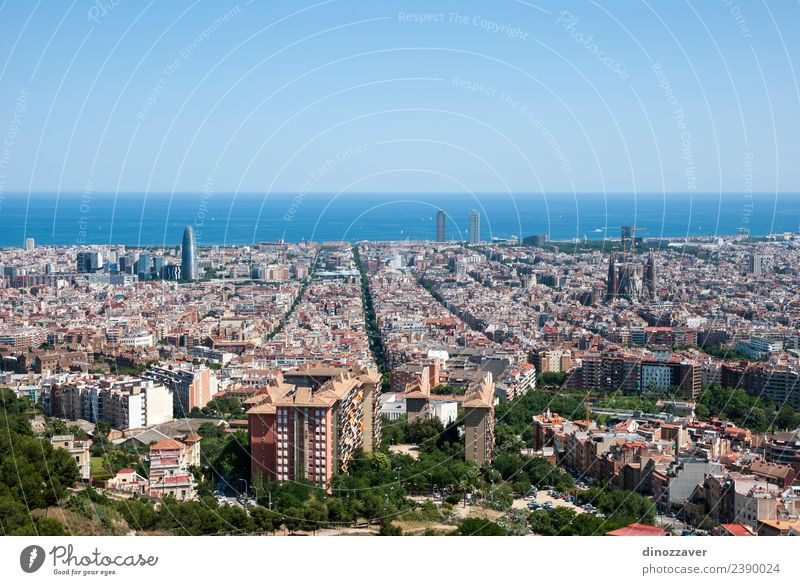 Barcelona Skyline Ferien & Urlaub & Reisen Tourismus Sightseeing Sommer Meer Business Landschaft Himmel Hochhaus Gebäude Architektur Dach Straße Vogel modern