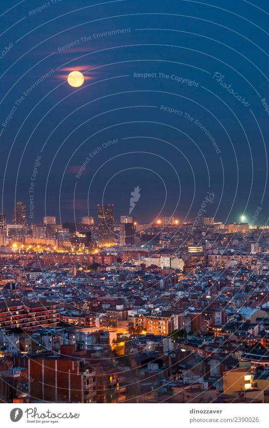 Barcelona bei Nacht Ferien & Urlaub & Reisen Tourismus Sightseeing Meer Kunst Himmel Mond Stadt Hochhaus Gebäude Architektur Denkmal Straße blau Spanien Europa