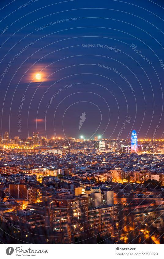 Barcelona bei Nacht Ferien & Urlaub & Reisen Tourismus Sightseeing Meer Kunst Himmel Mond Stadt Hochhaus Gebäude Architektur Denkmal Straße blau Spanien agbar