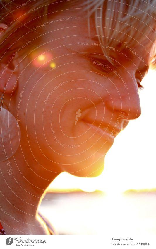 des Jägers Frau Mensch Frau Jugendliche schön Freude Erwachsene Gesicht feminin Kopf Glück lachen Freundschaft Feste & Feiern Zufriedenheit blond natürlich