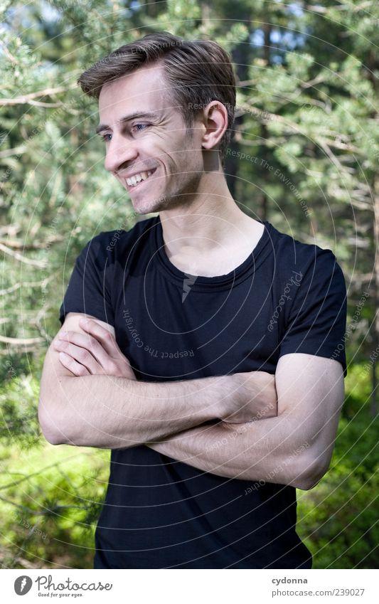 Naturfreund Mensch Natur Jugendliche Freude Erwachsene Umwelt Leben Freiheit Glück lachen Stil träumen Zufriedenheit Junger Mann elegant 18-30 Jahre