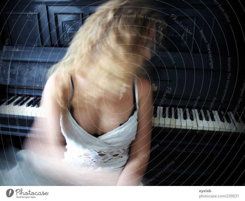 Man müsste klavier spielen können... Mensch Frau Jugendliche schön schwarz Erwachsene feminin Spielen Bewegung Haare & Frisuren Musik blond Junge Frau