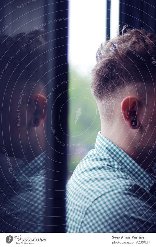 Anti-Gesichtserkennung. Mensch Jugendliche Erwachsene Traurigkeit maskulin 18-30 Jahre einzigartig Trauer Ohr Hemd kariert Sorge Liebeskummer anonym Ohrringe