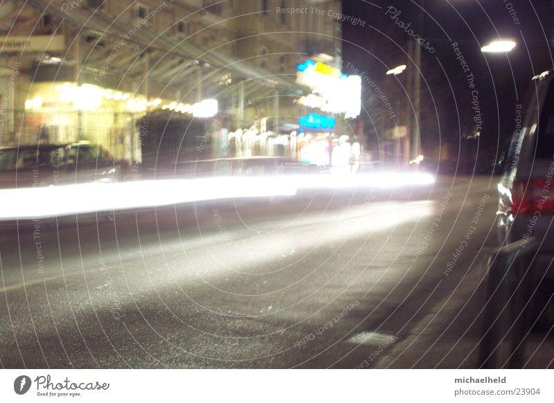 Hamburg@night Nacht Licht Mobilität unterwegs Langzeitbelichtung Asphalt Verkehr Regen Straße Bewegung Eppendorfer Baum Unschärfe Wasser