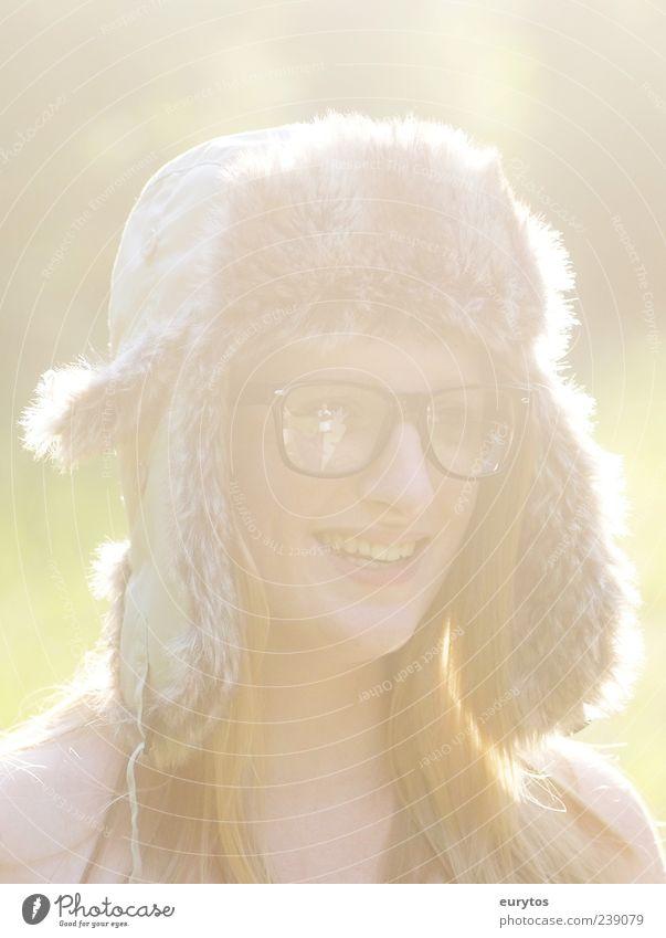 Mützenmädchen Mensch Jugendliche Erwachsene feminin Leben lachen Stil blond Junge Frau 18-30 Jahre Fröhlichkeit Lifestyle Bekleidung Brille Lächeln Fell
