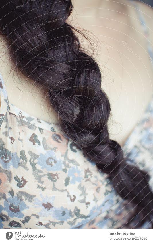 zopf.muster Mensch feminin Haare & Frisuren brünett langhaarig schwarzhaarig Zopf geflochten