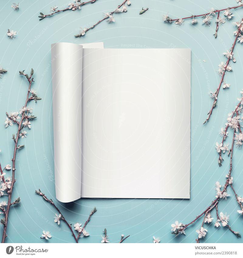 Offene Zeitschrift oder Katalog auf hell blau, mock up Stil Design Bildung Büro Business Medien Printmedien Zeitung Frühling Blatt Blüte schön Hintergrundbild