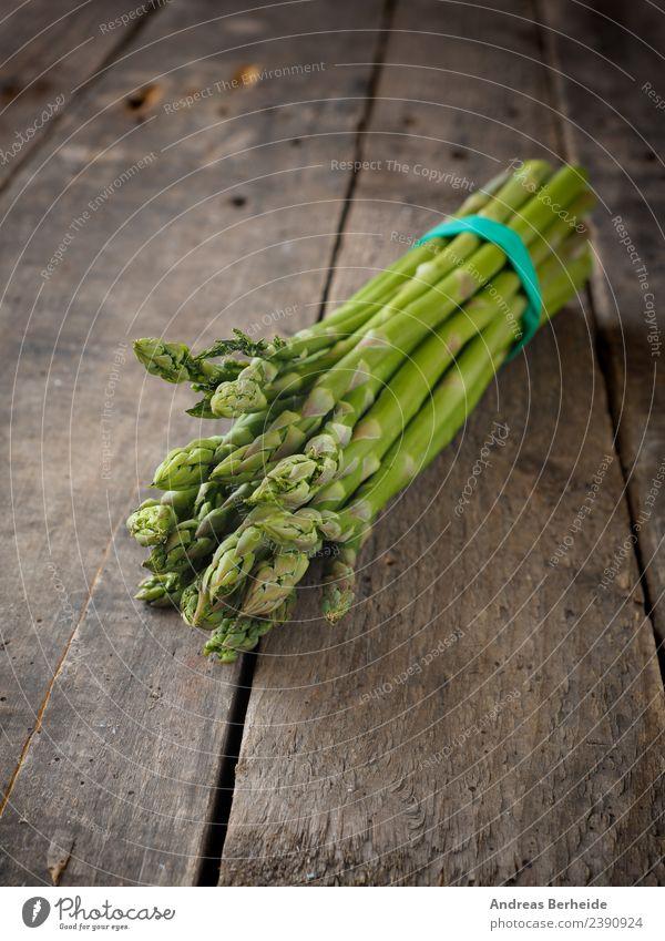 Frischer grüner Bio Spargel Lebensmittel Gemüse Ernährung Bioprodukte Vegetarische Ernährung Diät Gesundheit delicious tasty heap Vitamin antioxidants