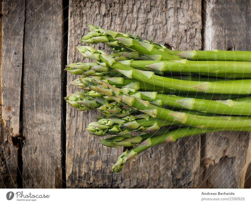 Frischer grüner Bio Spargel auf Holz Lebensmittel Gemüse Ernährung Bioprodukte Vegetarische Ernährung Diät Gesunde Ernährung Gesundheit antioxidants