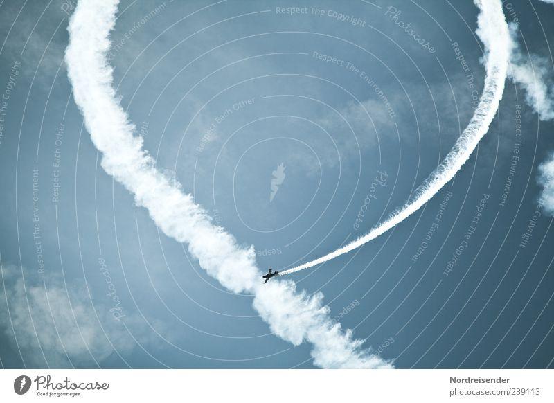 Rundflug Veranstaltung Luftverkehr Himmel Wolken Flugzeug Sportflugzeug Rauch fliegen außergewöhnlich Flugschau Kunstflug Kunstflugfigur Farbfoto Außenaufnahme