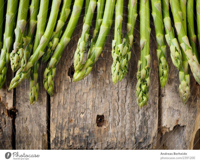Frischer grüner Bio Spargel Lebensmittel Gemüse Mittagessen Bioprodukte Vegetarische Ernährung Diät Gesunde Ernährung springen lecker Gesundheit antioxidants