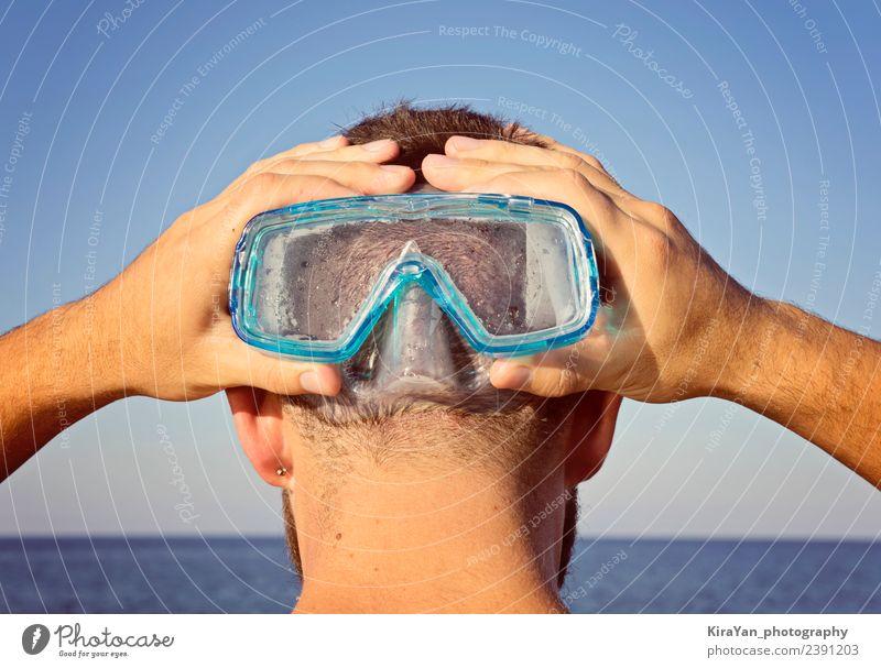 Ein Mann in einer Tauchermaske steht dahinter. Lifestyle Gesicht Freizeit & Hobby Ferien & Urlaub & Reisen Sommer Sommerurlaub Entertainment Schwimmen & Baden