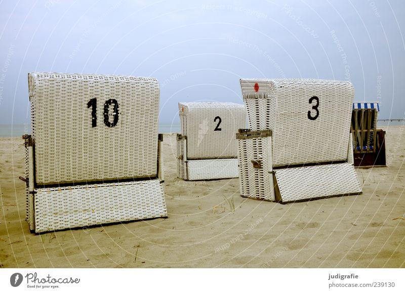 Ostsee Natur Himmel Strand Sand außergewöhnlich kalt Stimmung Ferien & Urlaub & Reisen Ziffern & Zahlen Strandkorb Farbfoto Außenaufnahme Menschenleer Tag