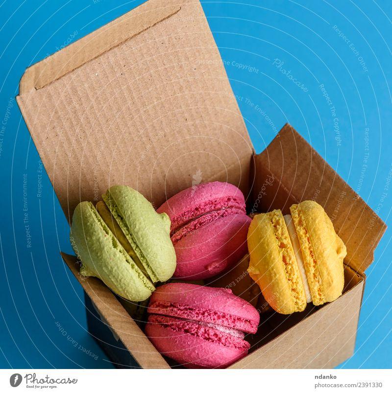 bunte Kuchen Dessert Süßwaren Papier Essen hell oben blau gelb grün rosa Farbe Macaron Lebensmittel farbenfroh Vanille Französisch süß Biskuit backen Bäckerei