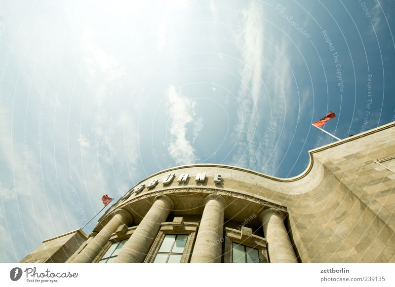 Volksbühne Hauptstadt Stadtzentrum Haus Bauwerk Gebäude Architektur Sehenswürdigkeit alt Berlin Theater Säule Eingang Himmel Wolken Kultur Hochkultur Farbfoto