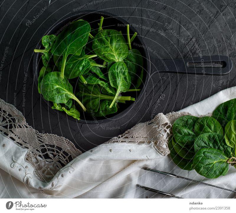Spinat in einer runden gusseisernen Bratpfanne Gemüse Kräuter & Gewürze Ernährung Vegetarische Ernährung Diät Pfanne Natur Pflanze Blatt Essen frisch natürlich