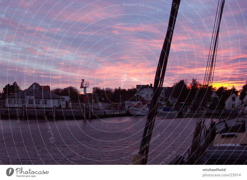 Hafenstimmung Vitte Hiddensee Wolken Wasserfahrzeug Meer Wanten Fischerboot Europa Sonnuntergang
