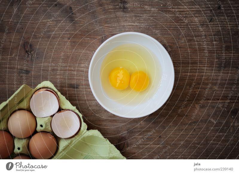 magst du ein omelett? Lebensmittel Ei Ernährung Bioprodukte Geschirr Schalen & Schüsseln einfach lecker Eigelb 2 Eierschale Eierkarton Holztisch Farbfoto