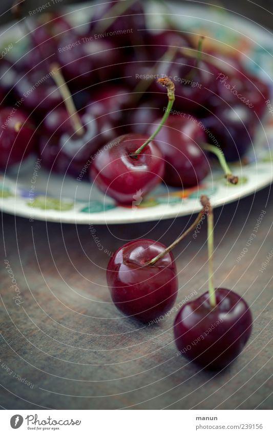 lecker Kirschen rot Ernährung Lebensmittel Gesundheit Frucht natürlich frisch authentisch süß rund genießen Teller altehrwürdig Vorfreude