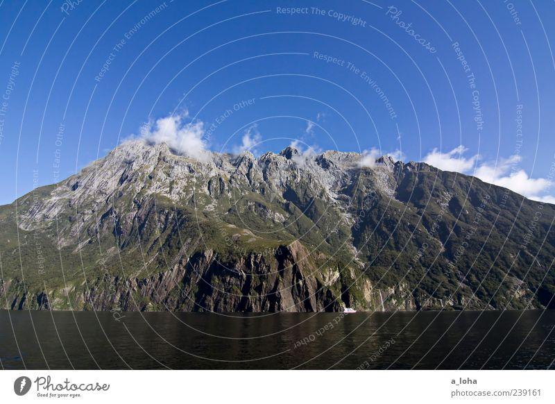 fernweh Umwelt Natur Landschaft Pflanze Urelemente Luft Wasser Himmel Wolken Herbst Klima Schönes Wetter Felsen Gipfel Küste Fjord Bekanntheit groß blau grün