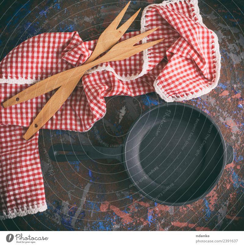 leere runde schwarze gusseiserne Bratpfanne Topf Pfanne Gabel Tisch Küche Holz Metall Stahl alt Sauberkeit rot weiß Hintergrund Lebensmittel Kochgeschirr braten