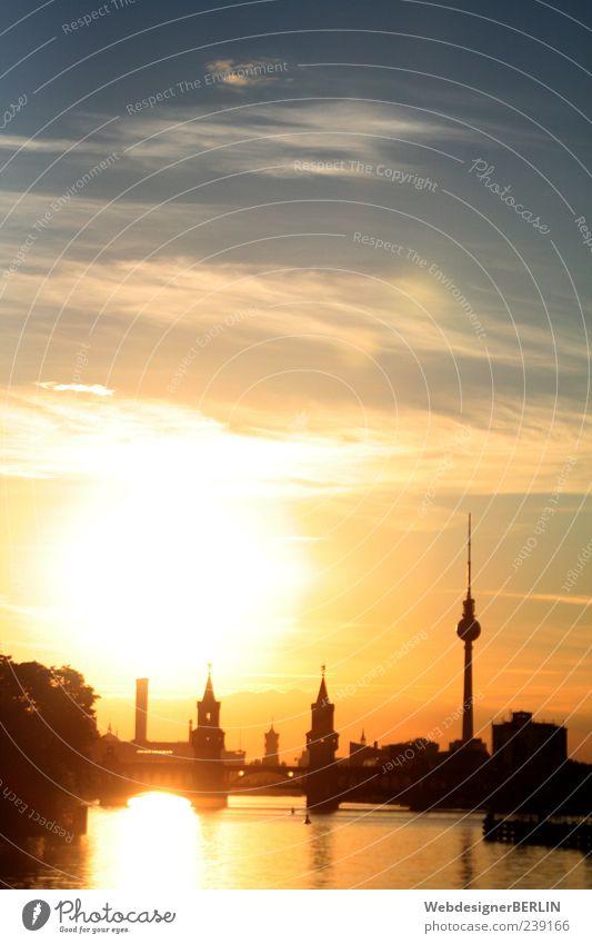 Sonnenuntergang mit Oberbaumbrücke und Fernsehturm Berlin Himmel Wasser Stadt Luft Brücke Romantik Fluss Frieden genießen Hauptstadt Frühlingsgefühle Spree