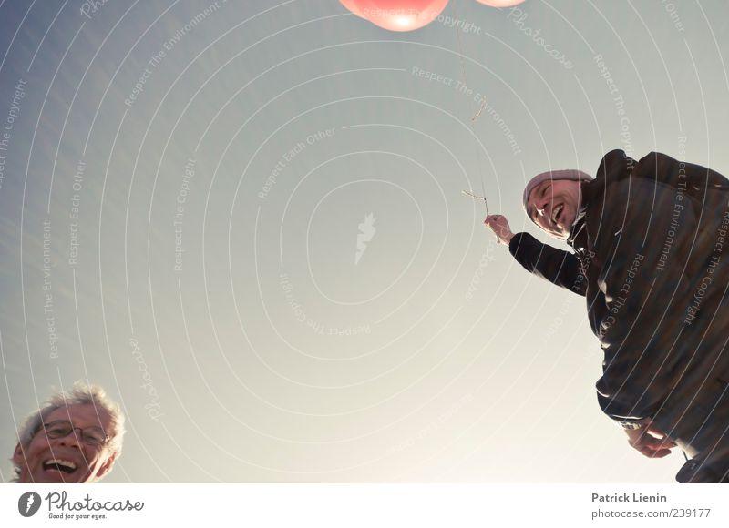 Spiekeroog   Spielkinder lachen Mensch Luftballon Himmel Freude blau rot festhalten Ferien & Urlaub & Reisen Leben Glück Zusammensein Zufriedenheit Mann 50 plus