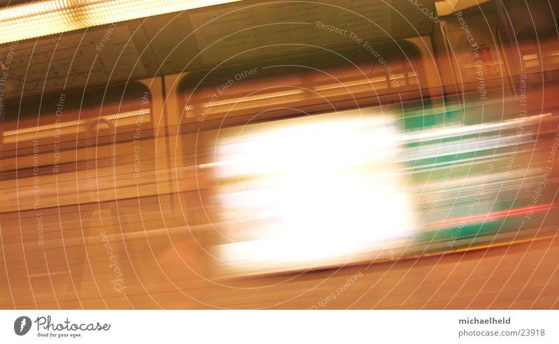Stuttgart in Bewegung Geschwindigkeit Streifen Plakat Licht Werbung U-Bahn Verkehr Eisenbahn Stadtbahn Unschärfe