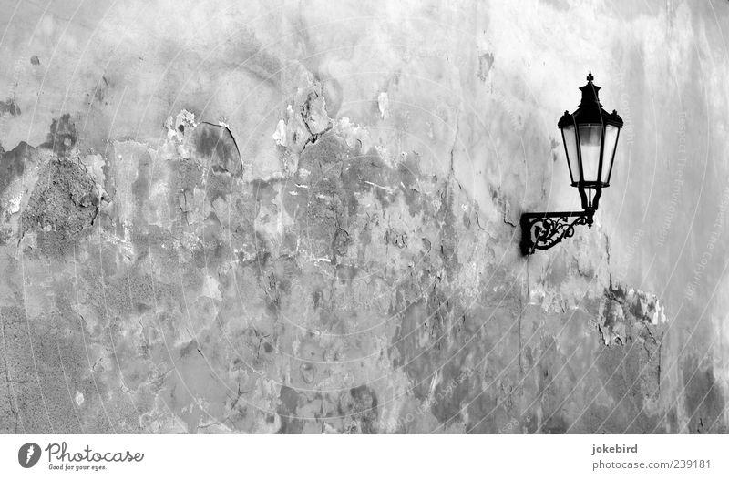 altes Teil Wand Stein Mauer Lampe Beleuchtung Zeit Fassade Dekoration & Verzierung Wandel & Veränderung Vergänglichkeit einzeln Laterne historisch