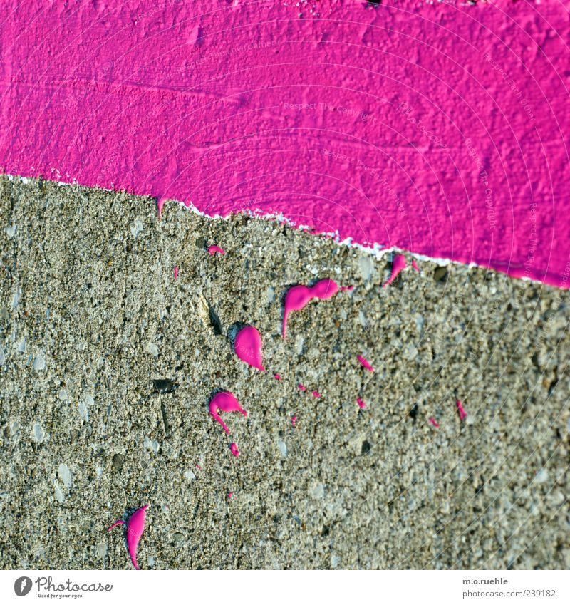 streifen und kleckse violett rosa Farbstoff Fleck klecksen Linie Bodenbelag Farbfleck Straßenbelag Markierungslinie Farbfoto Außenaufnahme Muster